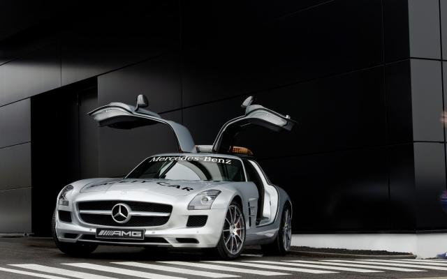 2010 F1 Safety Car SLS AMG 03